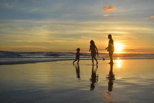 Five Key Needs that Every Parent Should Fulfill with Their Beach Day Survival Kit