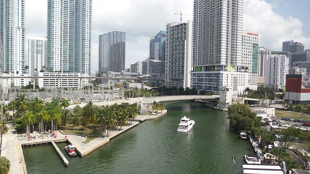 Tips for Chartering a Yacht in Miami