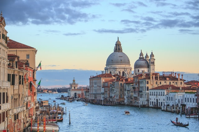 What are the most popular travel destinations in Europe?