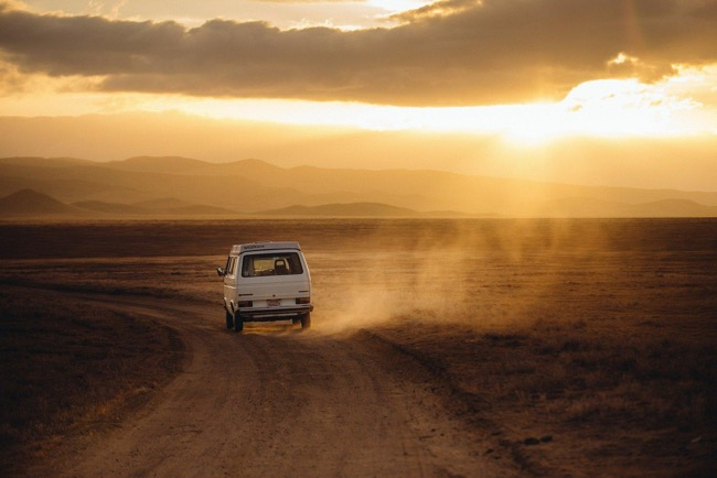 10 travel tips to keep yourself safe while on the road