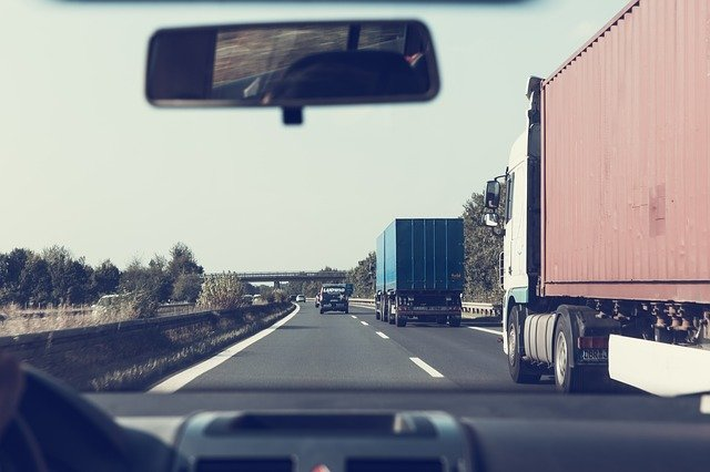 Avoiding truck accidents while travelling