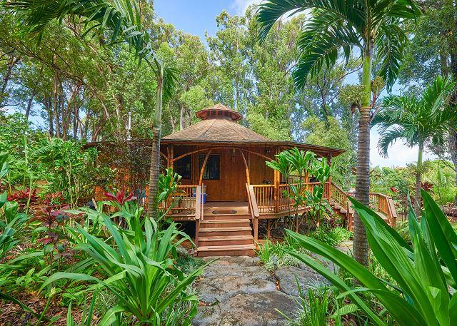 Tropical 2BR w/ Pool & Hot Tub in Haiku, Hawaii