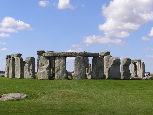 How to travel Stonehenge from London