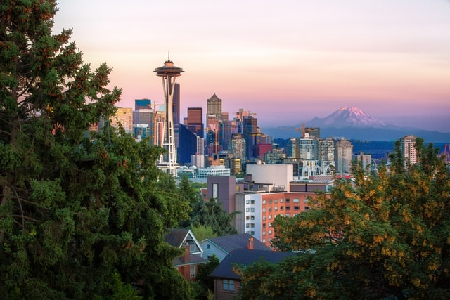 How to find parking near top tourist attractions in Seattle